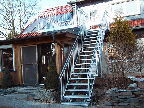 Treppenanlagen mit Geländer