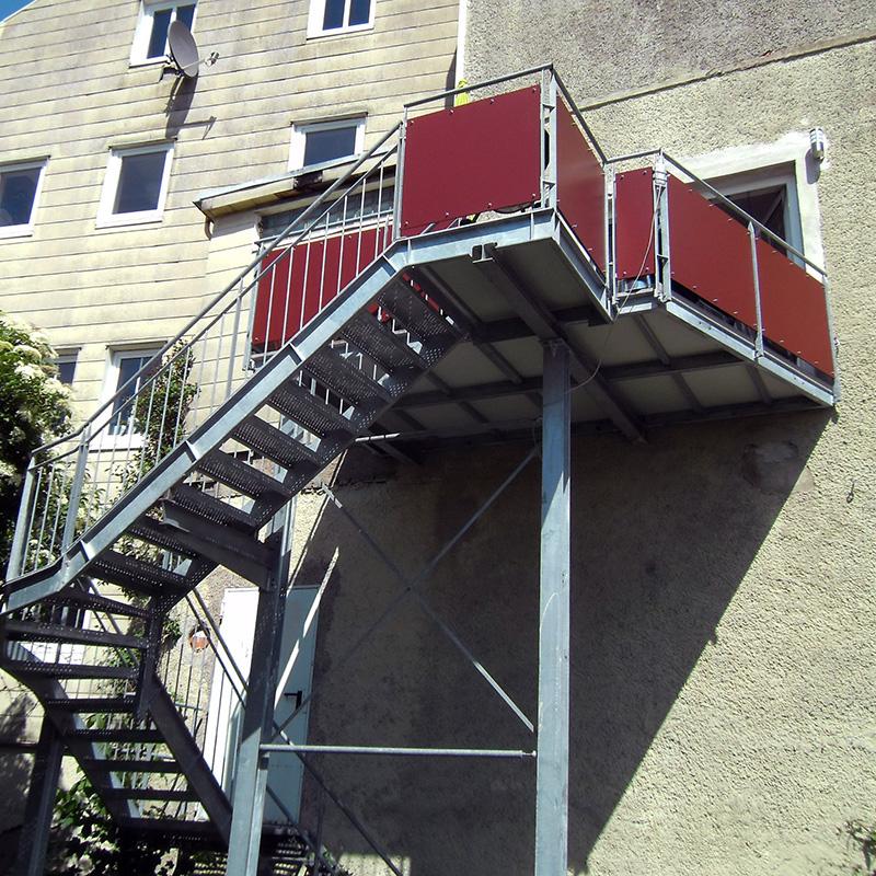 Balkon-Treppenanlagen-aus-Metall