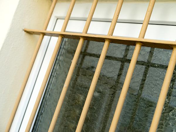 Fenstergitter-Kellerbereich